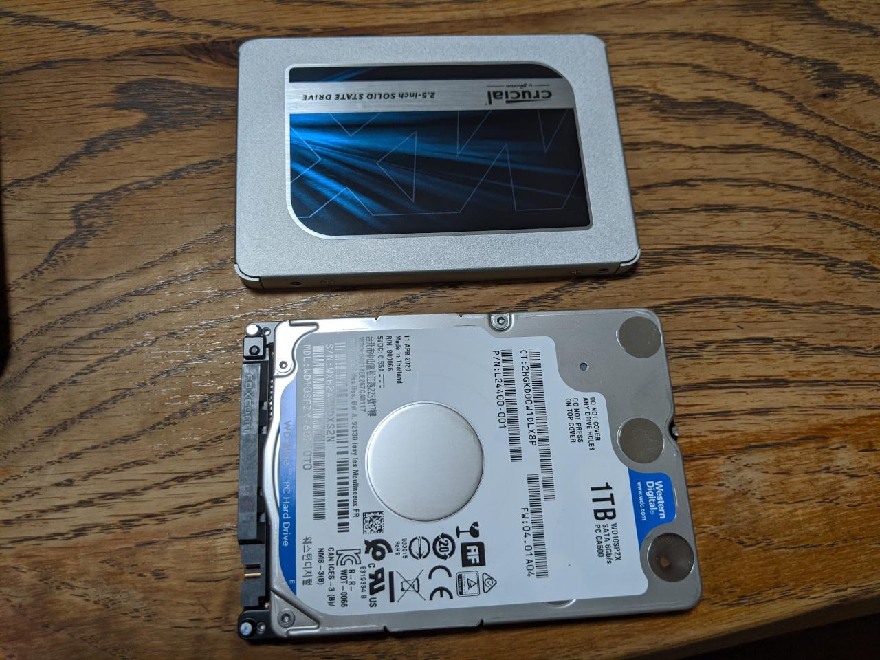 HDDをSSDに入れ替えます
