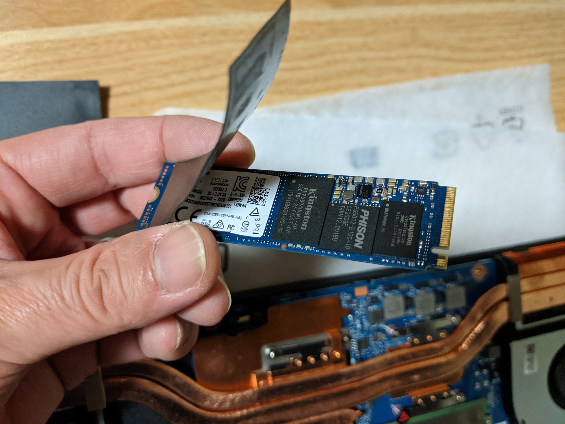 搭載SSDをチェック